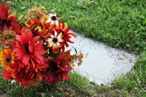 floral_placement_grave_flatmarker_fall_1