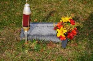 floral_placement_grave_flatmarker_fall_3