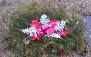 Grave Blanket, Red Satin Bow White Fern x3ft