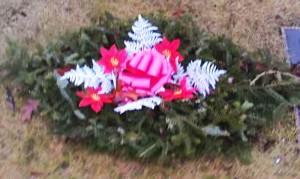 Grave Blanket, Red Satin Bow White Fern x5ft