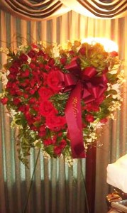 Spray, Heart, Side Bow, Red Roses